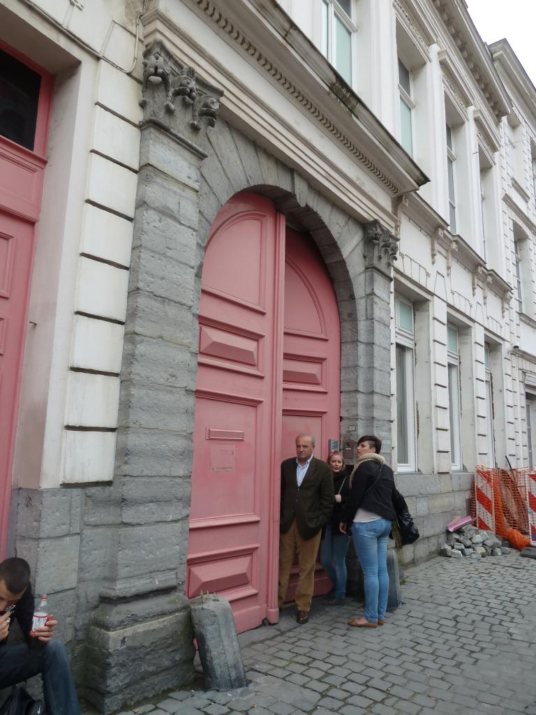 Porte de l'institut La Madeleine à Tournai